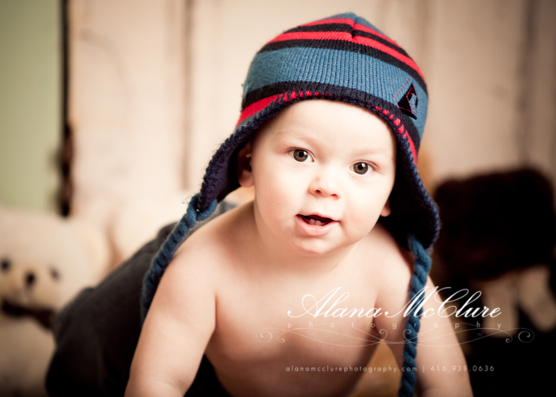 Toronto newborn baby photographer specializing in newborns infant babies baby children child families family and maternity pregnancy